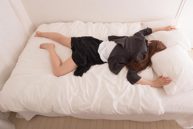 うつ伏せで寝ていませんか?